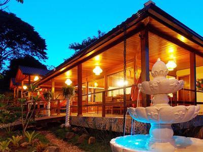 Welcoming Entrance To Aratinga Inn