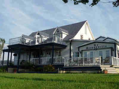 hotel zu verkaufen in quebec kanada. Black Bedroom Furniture Sets. Home Design Ideas